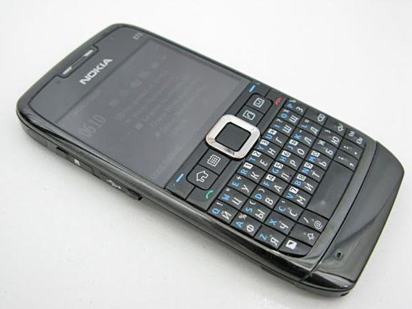 QWERTY-телефон для всех - Nokia Asha 302