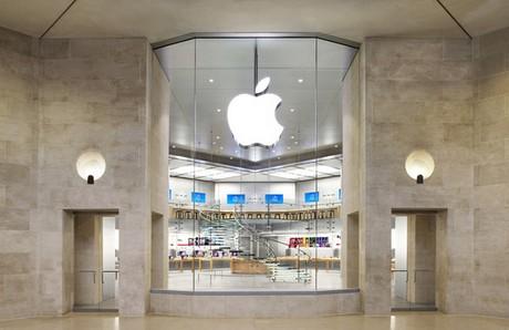 Apple Store в Париже ограбили неизвестные