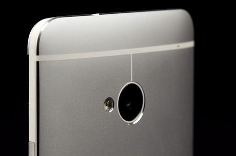 Новый смартфон HTC получил сразу три камеры