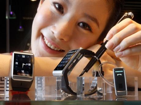 Samsung готовит «умные часы»