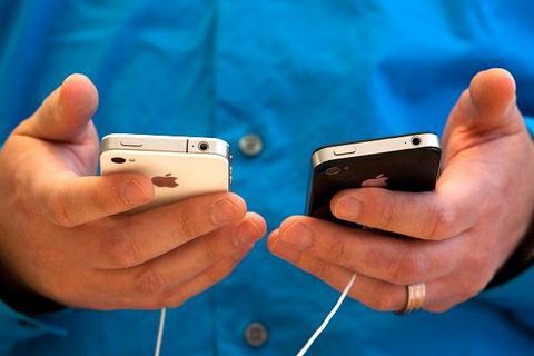 Apple поменяет пользователям зарядные устройства