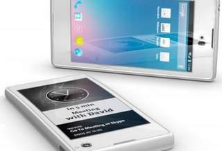 В Сингапуре готовят производство российского смартфона с двумя экранами